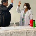 Director del Servicio Regional VI de Salud El Valle, toma juramento a la nueva Directora del Hospital de Hondo Valle.