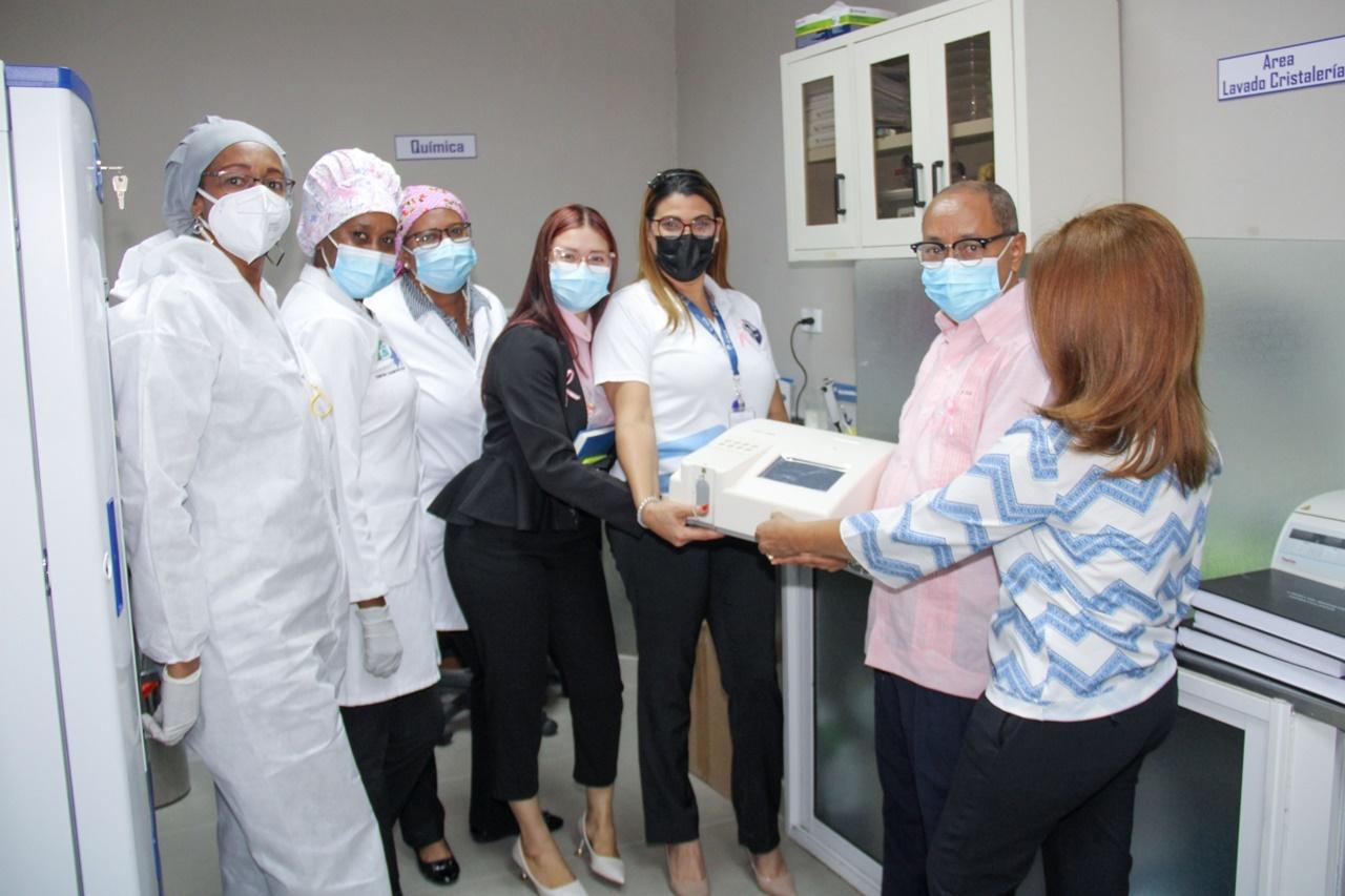 Ponen en funcionamiento analizador de química para exámenes variados en Centro de Diagnóstico Especializado de SJM.