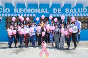 Director Servicio Regional de Salud y empleados sensibilizan por mes cáncer de mama.