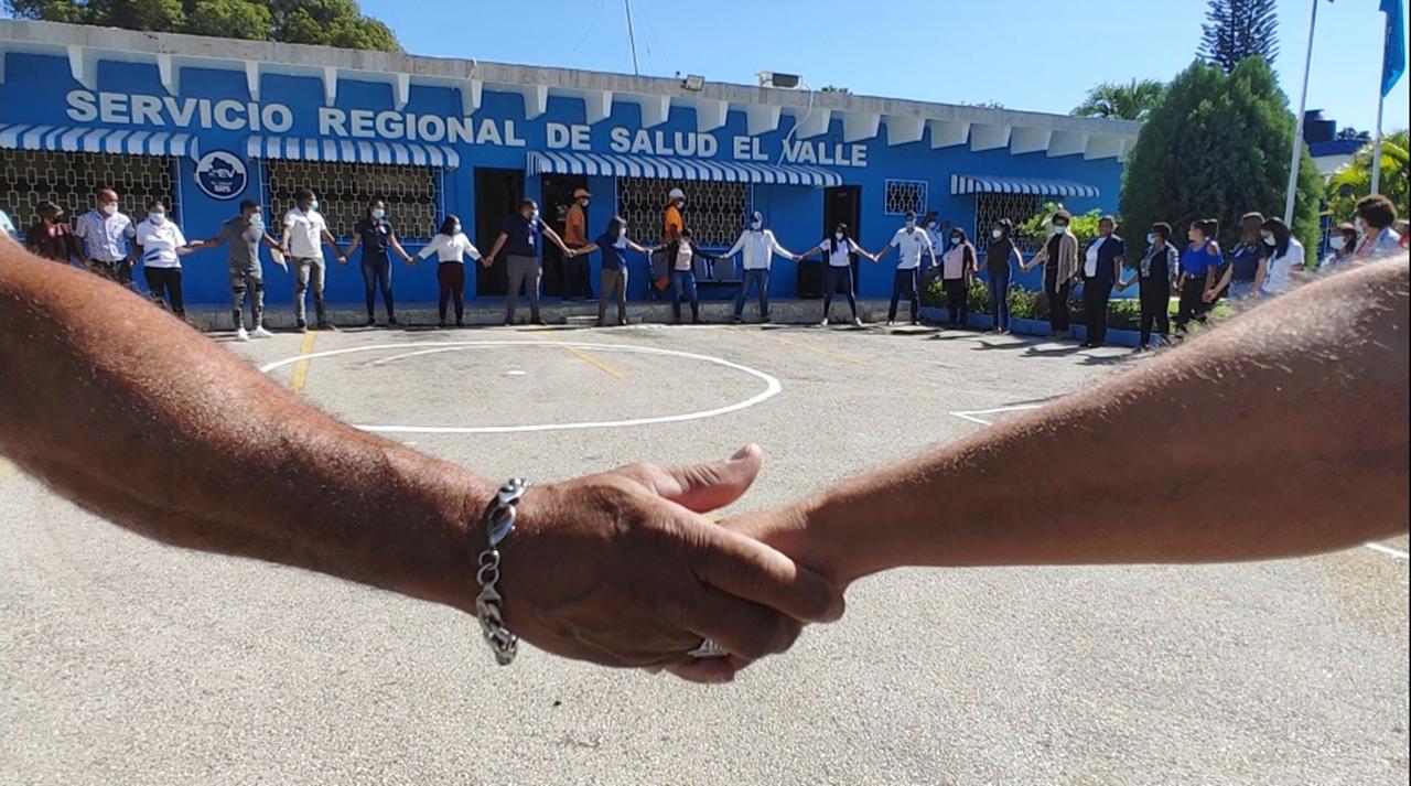 Servicio Regional de Salud El Valle realiza simulacro y evacuan personal ante terremoto